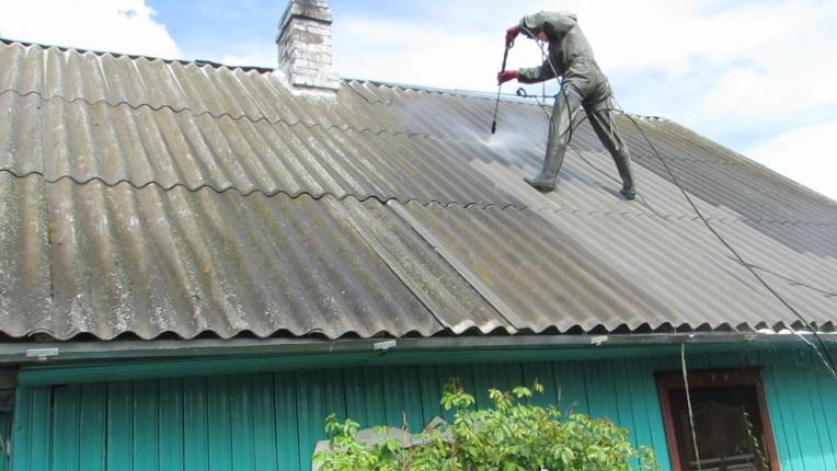 Мойка шиферной крыши